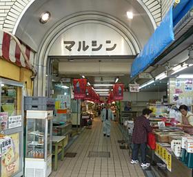 神戸湊川のマルシン市場に学生チャレンジショップのサムネイル