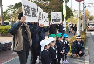 「春の全国交通安全運動」に体育会の学生が参加のサムネイル