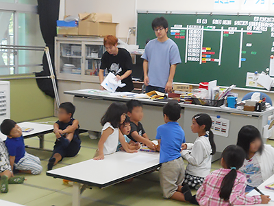 ボランティアクラブの学生が児童クラブを訪問のサムネイル