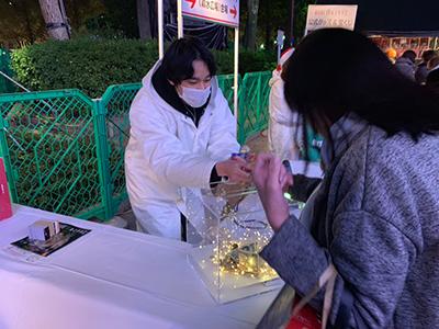 神戸ルミナリエ「100円募金」に学生ボランティアのサムネイル