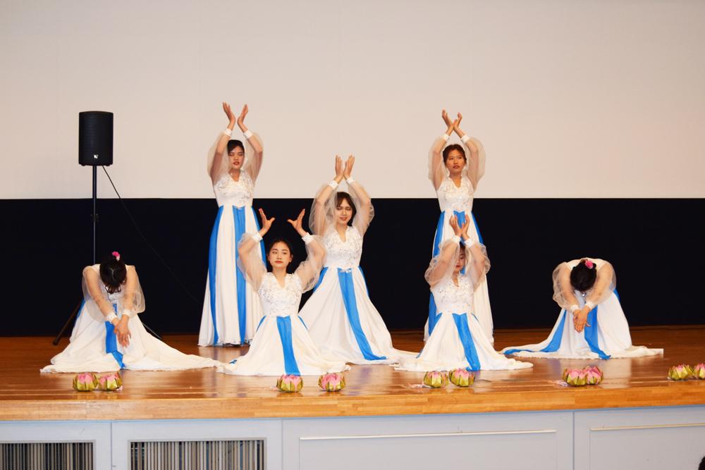 留学生によるフィリピンの踊り