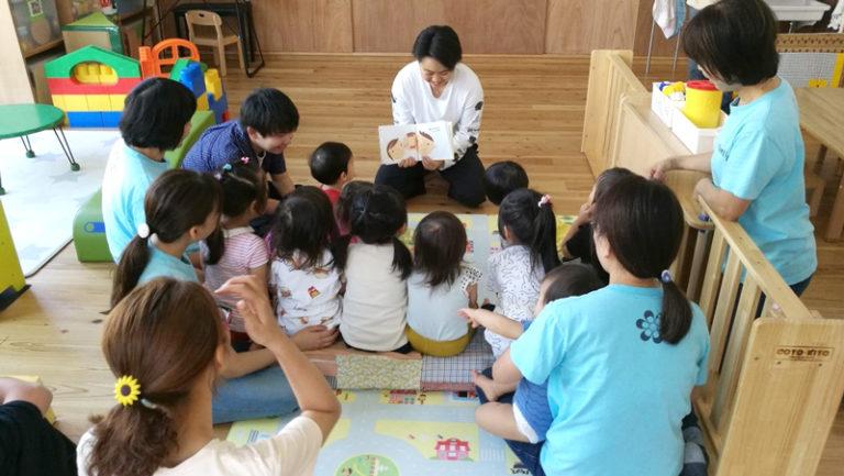読み聞かせイベントで、対照的な子どもたちに翻弄される!? のサムネイル