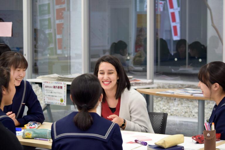 留学生が語る母国の『教育システム』『文化』に、高校生は驚きの連続!?のサムネイル