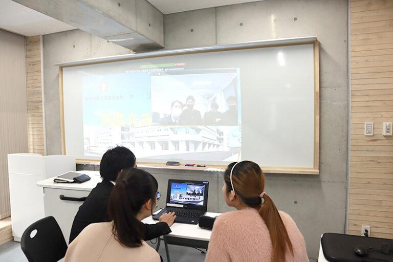 本学留学生と神戸村野工業高等学校の高校生たちが、オンラインで国際交流!のサムネイル