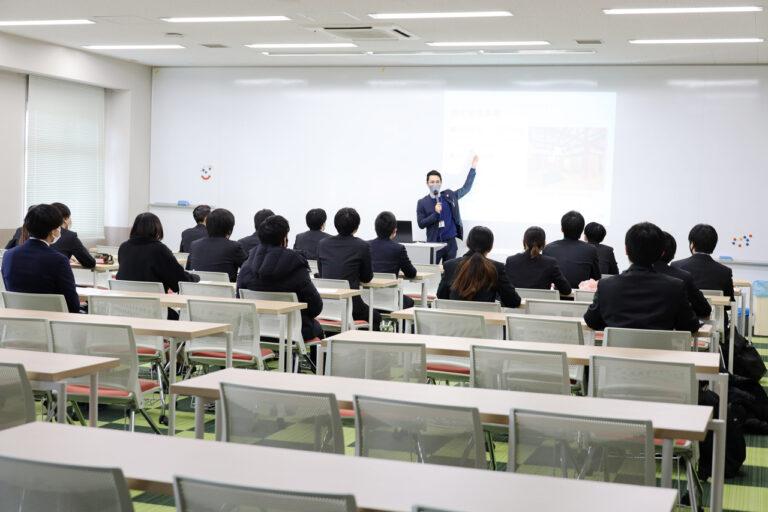 就職活動解禁直前! 本学学生を積極採用する企業が『学内企業説明会』を実施のサムネイル