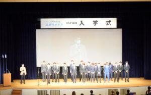 新入生全員がステージで決意表明! 【2021年度 流通科学大学入学式】を挙行