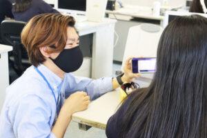 企業との商品開発に挑戦する高校生を、羽藤准教授のゼミがサポート!