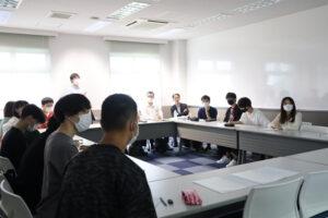 村尾ゼミの学生が、新聞への興味喚起や読者獲得のアイデアを神戸新聞社へ提案